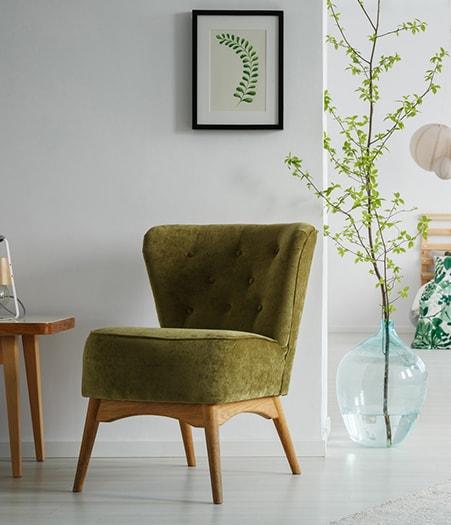 Neubezogener Stuhl
