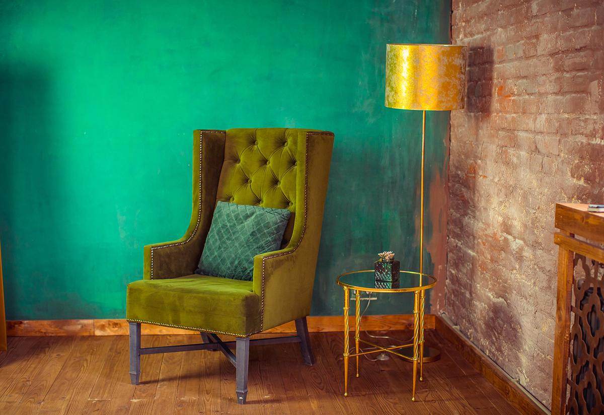 Klassischer Polsterstoff für die Restaurierung eines Sessels